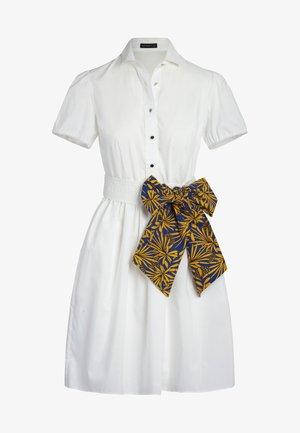 DRESS - Robe chemise - cream