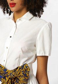 Apart - DRESS - Košilové šaty - cream - 3