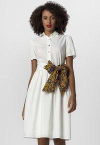 Apart - DRESS - Košilové šaty - cream - 0