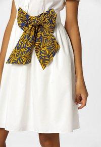 Apart - DRESS - Košilové šaty - cream - 4