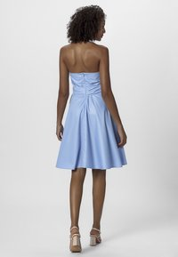 Apart - NECKHOLDER DRESS - Robe d'été - lightblue - 2