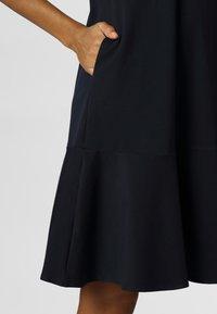 Apart - DRESS WITH VOLANTS - Denní šaty - midnightblue - 4