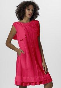 Apart - DRESS - Sukienka letnia - pink - 0