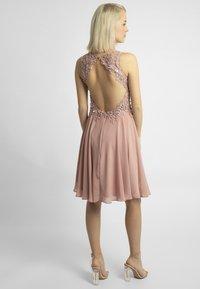 Apart - Sukienka koktajlowa - pink - 2