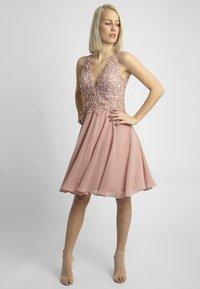 Apart - Sukienka koktajlowa - pink - 1