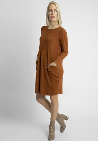 Apart - Jumper dress - caramel - 1