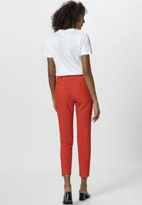 Apart - T-shirt imprimé - white/orange - 2