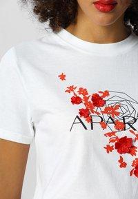 Apart - T-shirt imprimé - white/orange - 3
