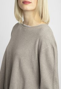 Apart - 2IN1 STRICKPULLOVER - Pullover - taupe - 3