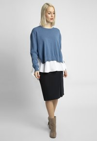 Apart - 2IN1 STRICKPULLOVER - Pullover - jeans blue - 1
