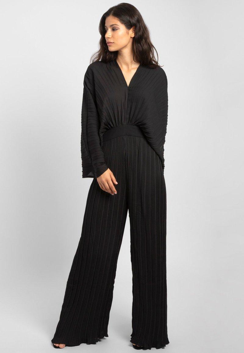 Apart - Jumpsuit - black