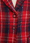 Apart - GLENCHECK COAT - Manteau classique - red/midnightblue/cream