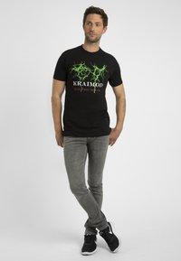 Apart - MIT DRUCK - T-shirt imprimé - schwarz - 1