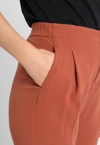 Benetton - CROPPED SOFT PANT - Pantalon classique - nutmeg - 5