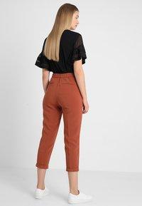 Benetton - CROPPED SOFT PANT - Pantalon classique - nutmeg - 3