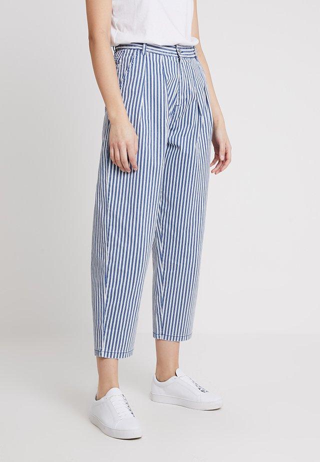 BOYFRIEND PEG LEG - Jeans Tapered Fit - blue