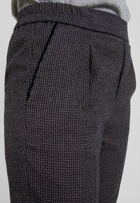 Benetton - CHECK ELASTIC WAIST CIGARETTE PANT - Trousers - grey - 4