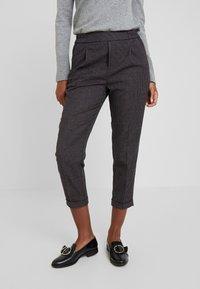 Benetton - CHECK ELASTIC WAIST CIGARETTE PANT - Trousers - grey - 0