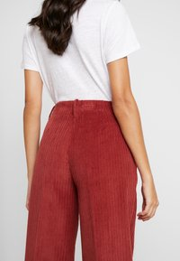 Benetton - WIDE LEG PANT - Kalhoty - toffee brown - 4
