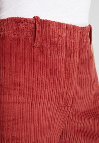 Benetton - WIDE LEG PANT - Kalhoty - toffee brown - 6
