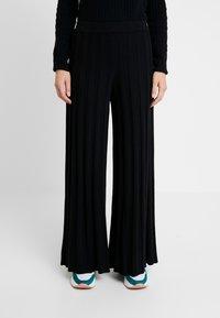 Benetton - KICK FLARED TROUSERS - Pantaloni - black - 0