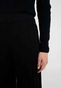 Benetton - KICK FLARED TROUSERS - Pantaloni - black - 5