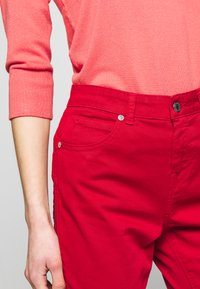 Benetton - TROUSERS - Jeans Skinny Fit - red - 4