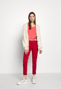 Benetton - TROUSERS - Jeans Skinny Fit - red - 1