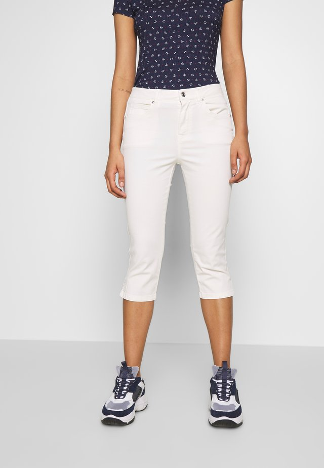 TROUSERS - Shorts - white