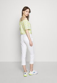Benetton - TROUSERS - Trousers - white - 2