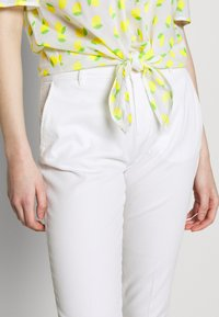 Benetton - TROUSERS - Trousers - white - 3