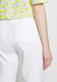 Benetton - TROUSERS - Trousers - white - 5