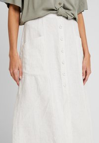 Benetton - STRIPE BUTTON DETAIL MIDI SKIRT - Spódnica trapezowa - white/beige - 3