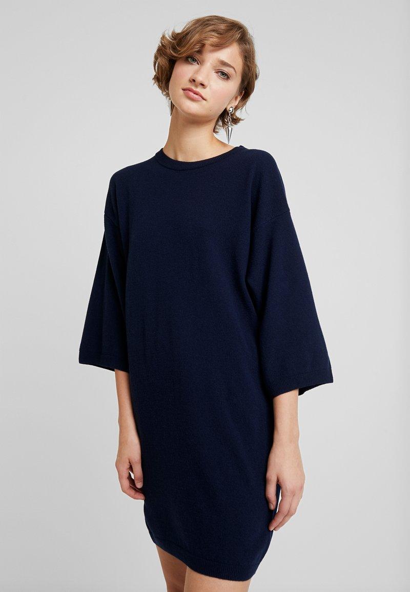 Benetton - SHIFT DRESS - Pletené šaty - navy