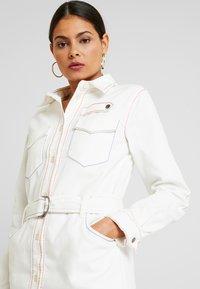 Benetton - COLOR STITCH DRESS - Robe en jean - offwhite - 4