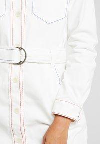 Benetton - COLOR STITCH DRESS - Robe en jean - offwhite - 6