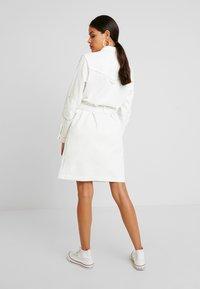 Benetton - COLOR STITCH DRESS - Robe en jean - offwhite - 3