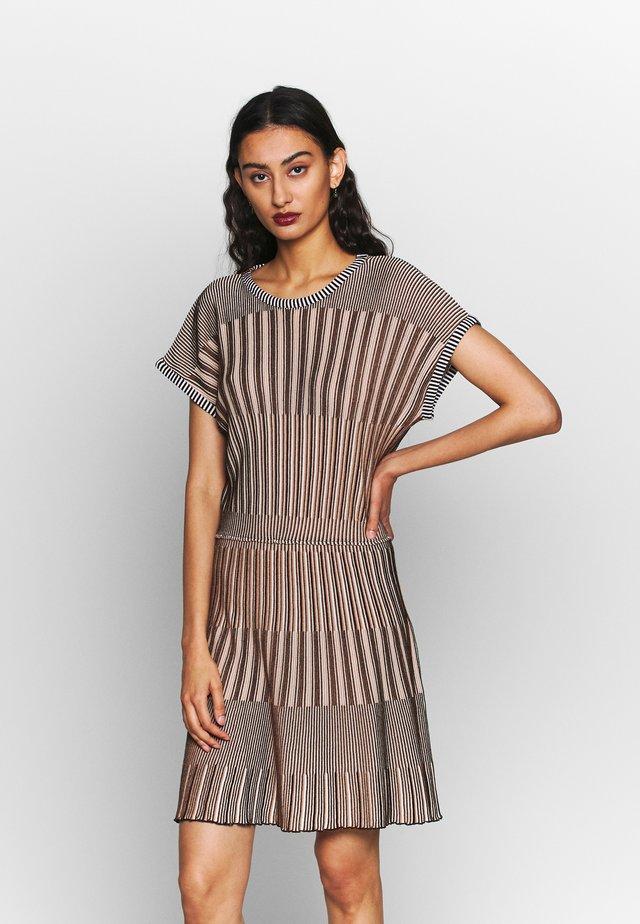 DRESS - Gebreide jurk - beige