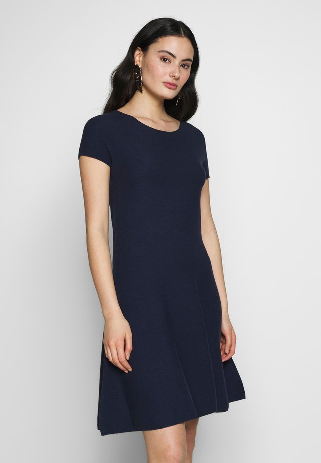 DRESS - Stickad klänning - blue