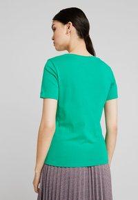 Benetton - ROUND NECK TEE - T-shirts - bright green - 2