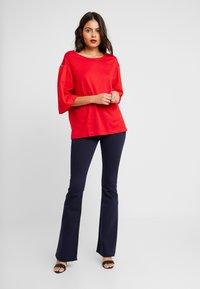 Benetton - T-shirt z nadrukiem - red - 1