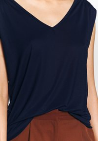 Benetton - Topper - navy - 4