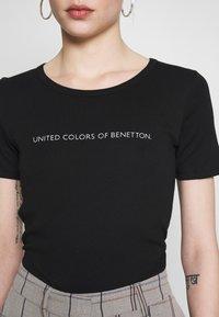 Benetton - T-shirt z nadrukiem - black - 5