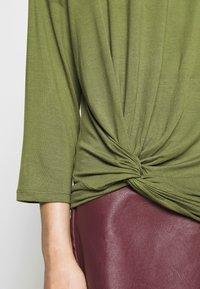Benetton - Bluzka z długim rękawem - khaki - 5