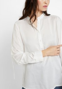 Benetton - BLOUSE - Blouse - off white - 4