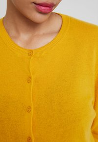 Benetton - ROUND NECK CARDIGAN - Kardigan - mustard yellow - 5