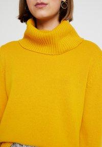 Benetton - MIX TURTLE NECK BOXY - Stickad tröja - mustard yellow - 5