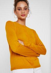 Benetton - CREW NECK CARDIGAN - Kardigan - mustard yellow - 4