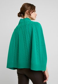 Benetton - MIX CABLE PONCHO - Poncho - green - 2