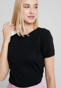 Benetton - BLEND CREW NECK - T-shirt basic - black - 4